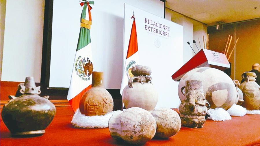 México devuelve a Perú 37 piezas antiguas