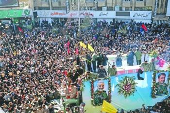 Por estampida, suspenden  entierro de Soleimani en Irán