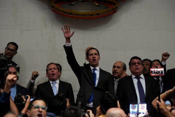 Juramenta Guaidó como presidente del Parlamento venezolano