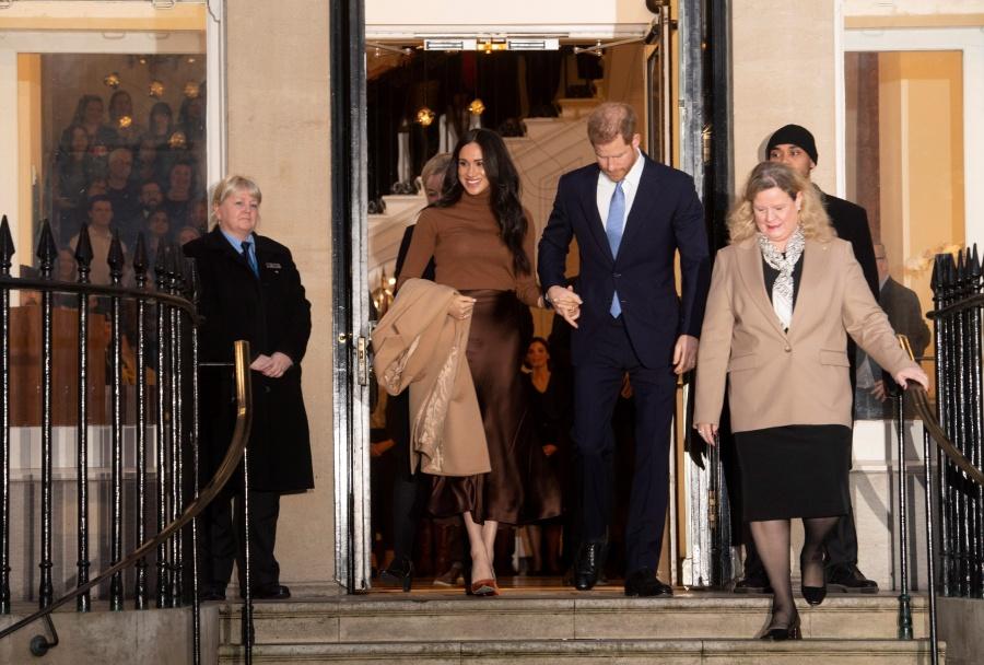 """Meghan y Enrique buscan """"trabajar"""" para independizarse de Isabel II"""