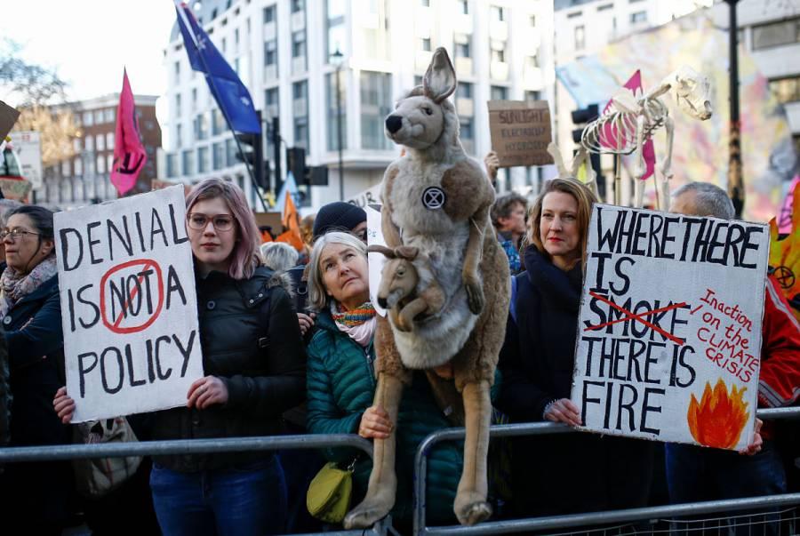 Protestan contra el gobierno australiano en medio de incendios
