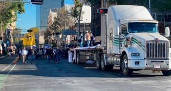 Trabajadores de Pemex marchan hacia la Segob