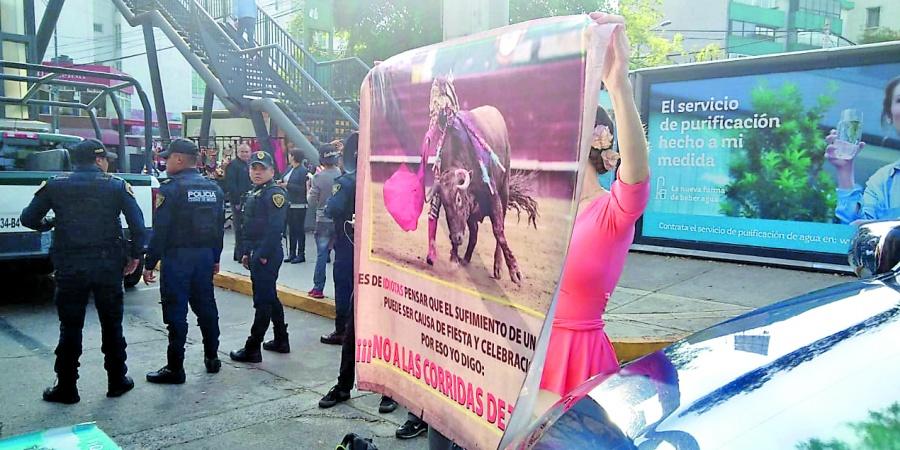 Anti-taurinos exigen respeto para toros