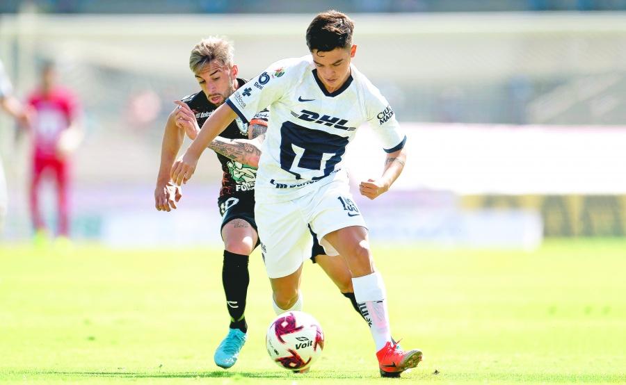 Pumas consigue agónica victoria ante Tuzos con goles de debutantes