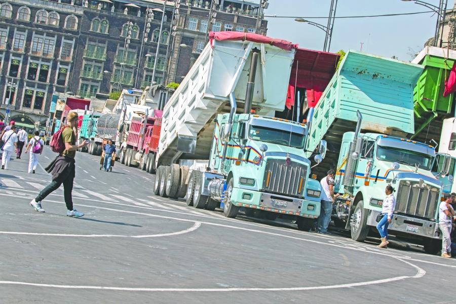 Protestan transportistas 7 horas y pactan diálogo