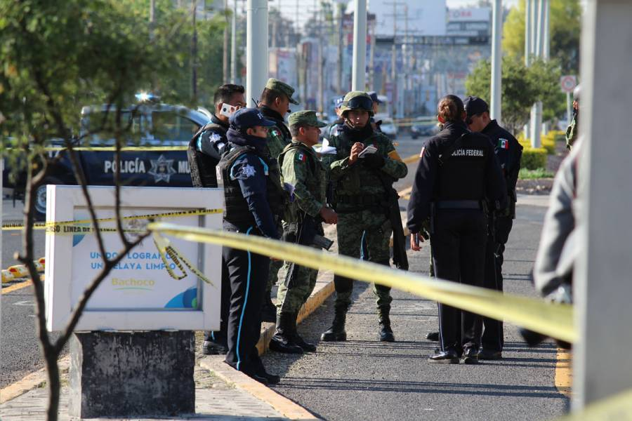 """Sicarios irrumpen en boda en Celaya; matan a presunta hermana de """"El Marro"""""""