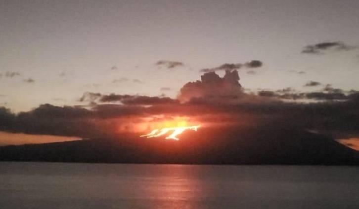 Volcán entra en erupción en Islas Galápagos; autoridades monitorean ecosistema