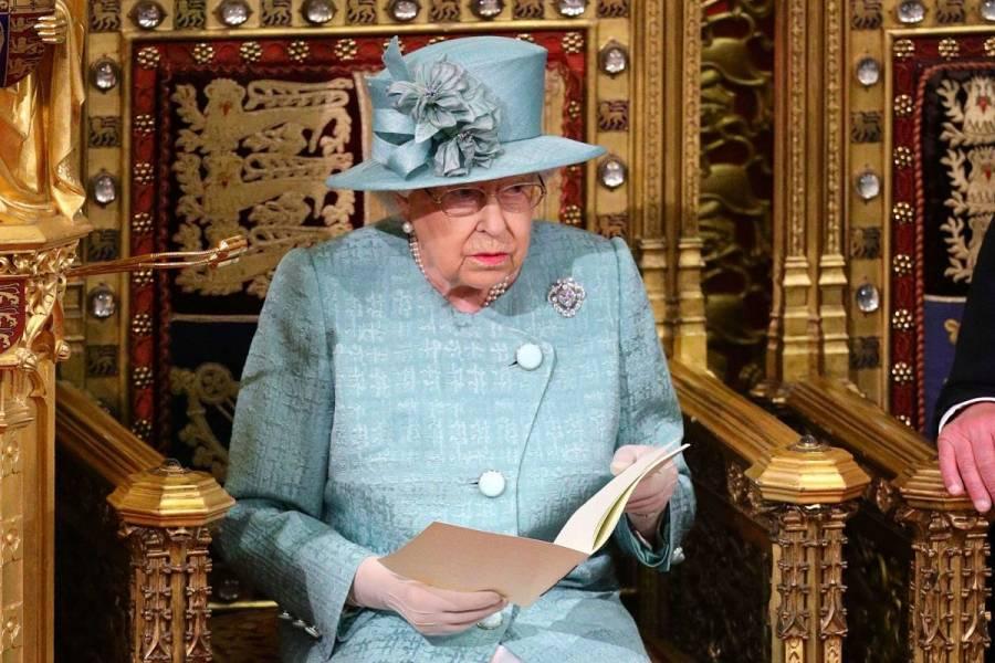 Reina Isabel accede a distanciamiento del príncipe Harry y Meghan