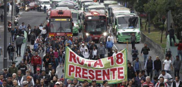 Transportistas bloquean accesos a la capital