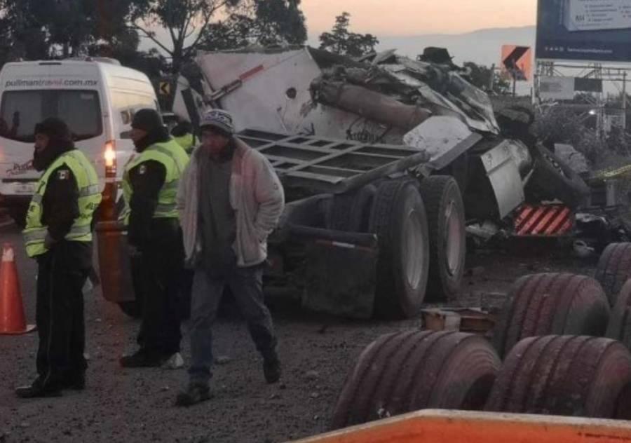 Accidente de tráiler detiene tránsito en la México-Cuernavaca