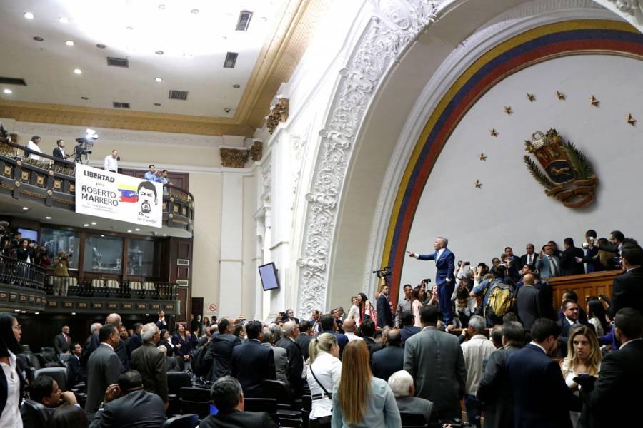 Gobierno y oposición de Venezuela miden fuerzas por la sede del Congreso