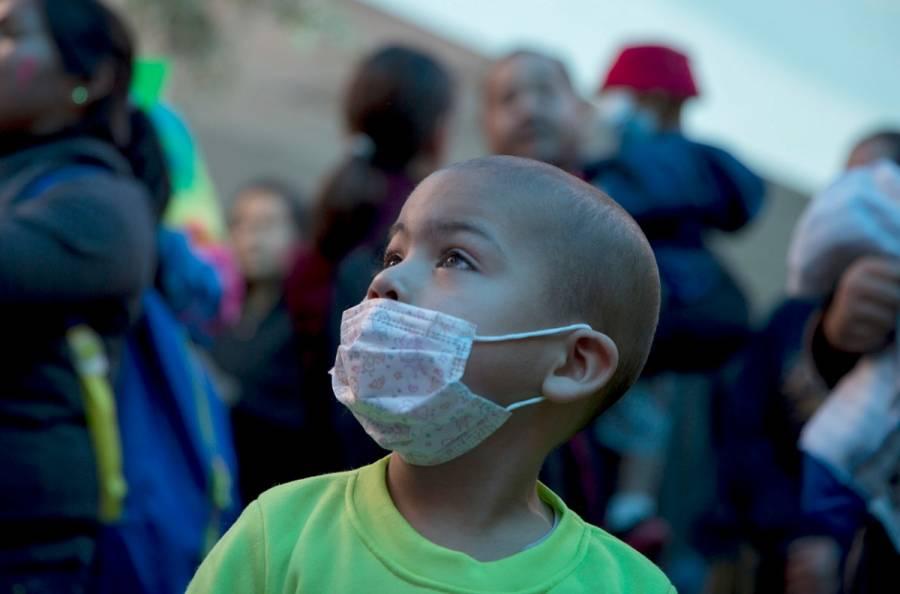 Padres de niños con cáncer protestan en Palacio Nacional