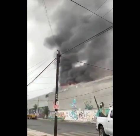 Incendio en bodega de químicos en Monterrey