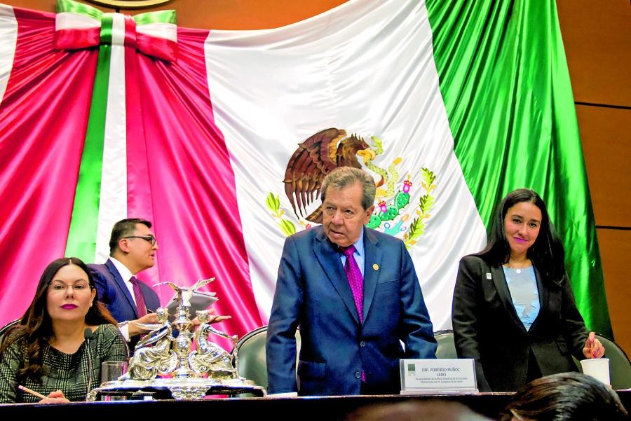 Muñoz Ledo pide letras de oro para indígenas