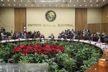 Pide AMLO a diputados elegir gente íntegra como consejeros del INE