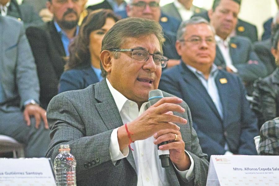 ...Y Cepeda se compromete a democratizar elecciones