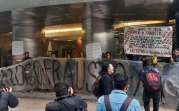 Artistas protestan en Secretaría de Cultura por falta de pagos