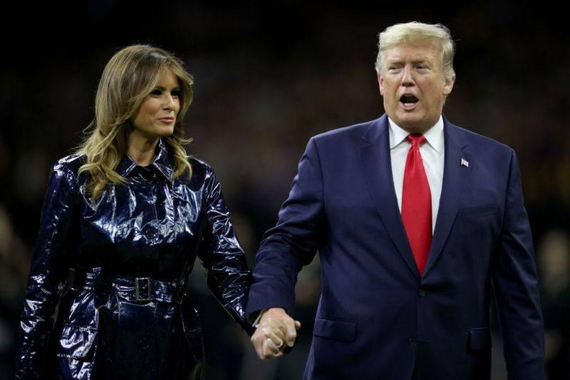 Trump y Melania protagonizan momento incómodo
