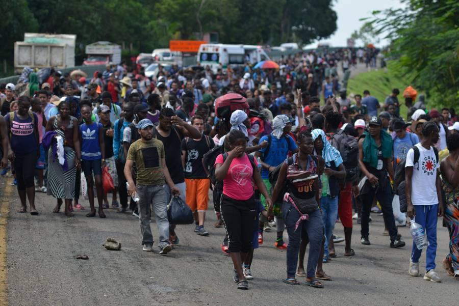 Migrantes llegan al Puente Internacional