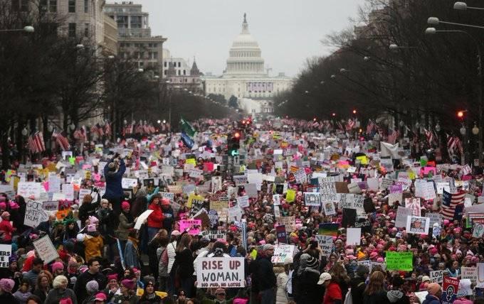 Miles de mujeres se manifiestan en ciudades de Estados Unidos