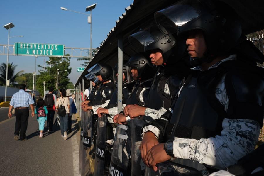 Cierran puente fronterizo en Chiapas por llegada de caravana migrante