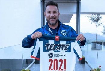 Mohamed renueva contrato como entrenador de Monterrey