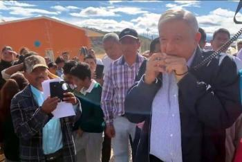 Es mejor una flauta que un arma: AMLO en Oaxaca
