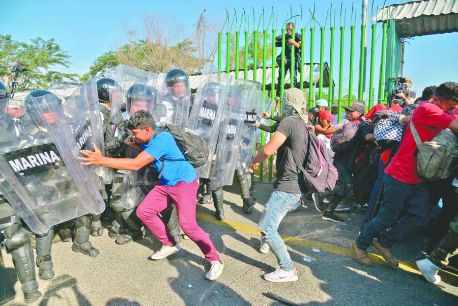 Pese a Guardia, migrantes amagan con seguir hacia Estados Unidos