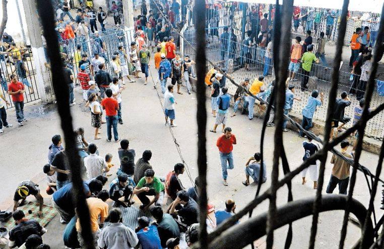 Escapan 75 reos de prisión paraguaya tras cavar túnel