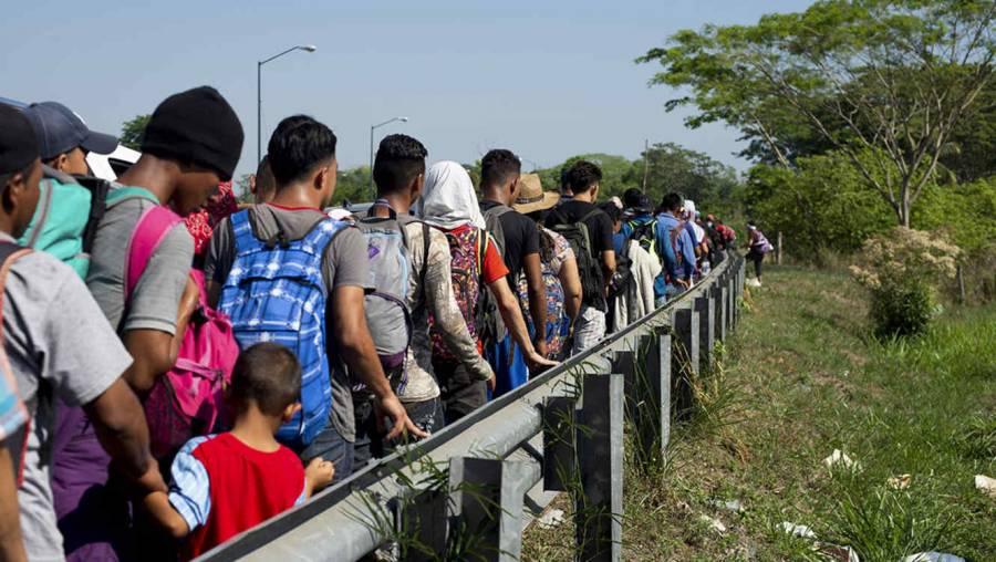 Recibe INM de manera organizada a grupos de personas extranjeras en el sur del país