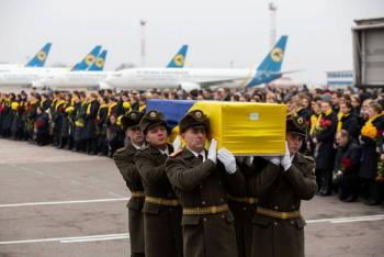 Retornan a su país cuerpos de 11 ucranianos del avión derribado por Irán
