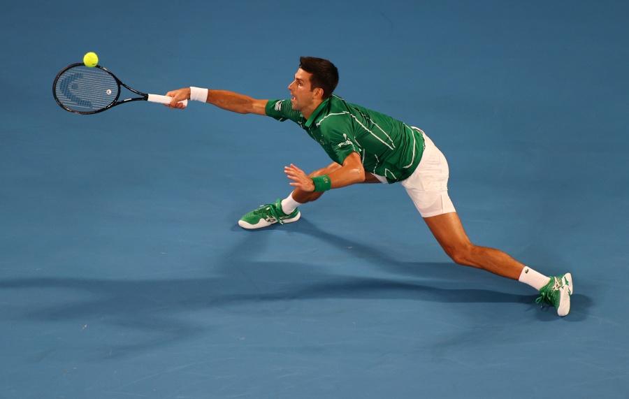 Un elástico Djokovic logra su victoria 900 en Abierto de Australia