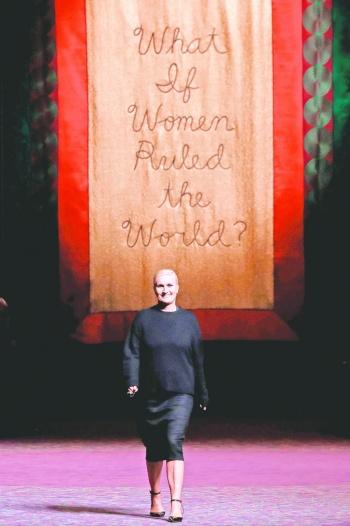 Deidades feministas toman París en la semana de la Alta Costura