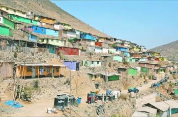 Por protestas en AL, Perú acelera programas sociales