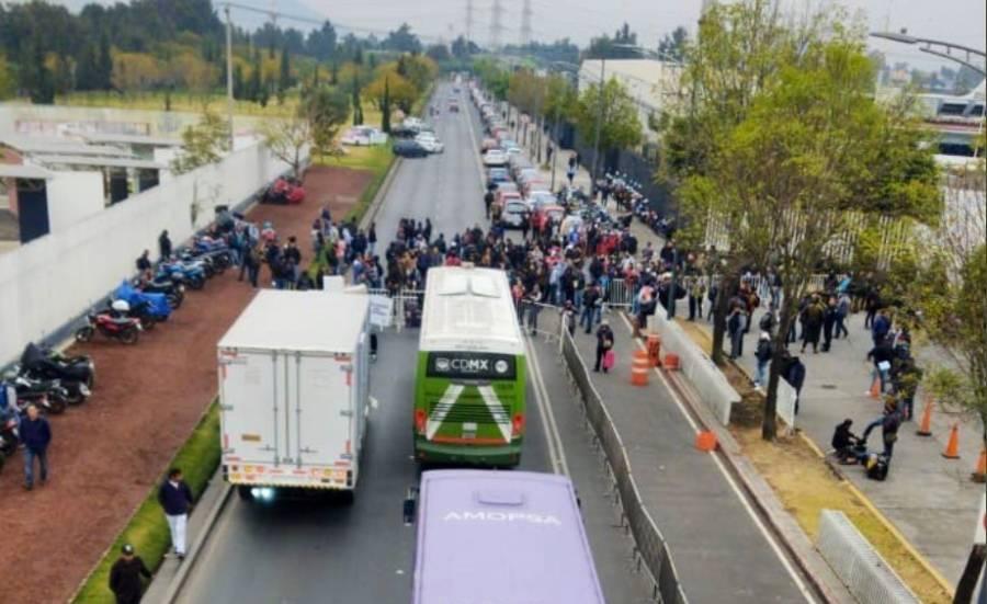 Expolicías federales bloquean Periférico Oriente