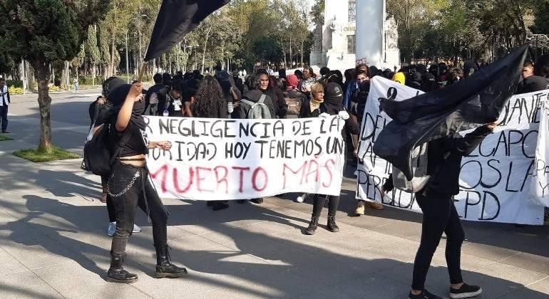 Estudiantes del CCH Azcapotzalco realizan protesta en la explanada de Rectoría
