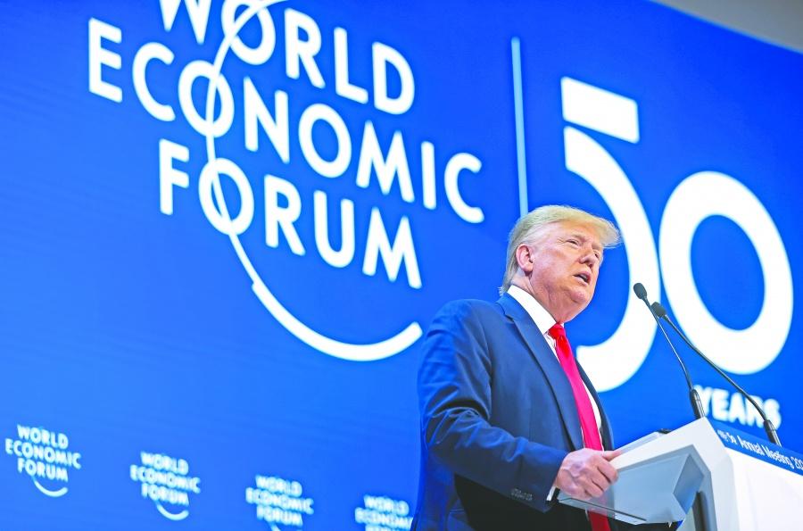 Trump presume sus  logros económicos en Davos