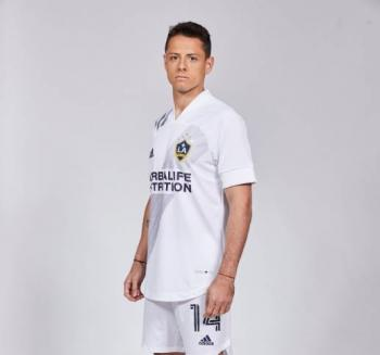 "Derbez presenta a ""Chicharito"" con LA Galaxy"