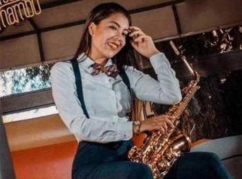 Dan de alta a saxofonista atacada con ácido en Oaxaca