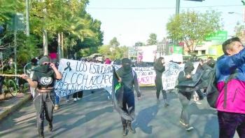 Encapuchados marchan y entregan nuevo pliego petitorio a UNAM