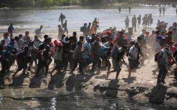 EU felicita al gobierno de México por contener a la caravana migrante