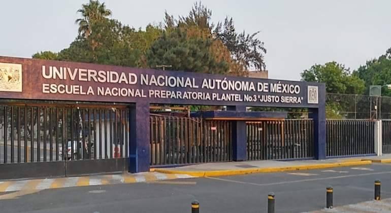 Toman encapuchados instalaciones de la Prepa 3 de la UNAM
