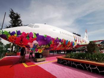 Así es el avión biblioteca en Iztapalapa