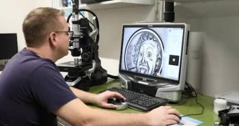 Suiza emite la moneda más pequeña del mundo con el rostro del científico Albert Einstein