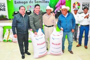 Benefician a 250 campesinos de Soledad, SLP, con semillas de alfalfa