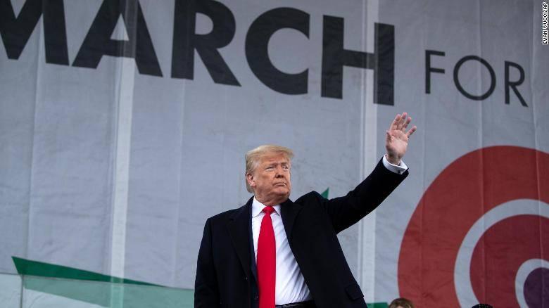 Donald Trump participa en la marcha por la vida, contra el aborto