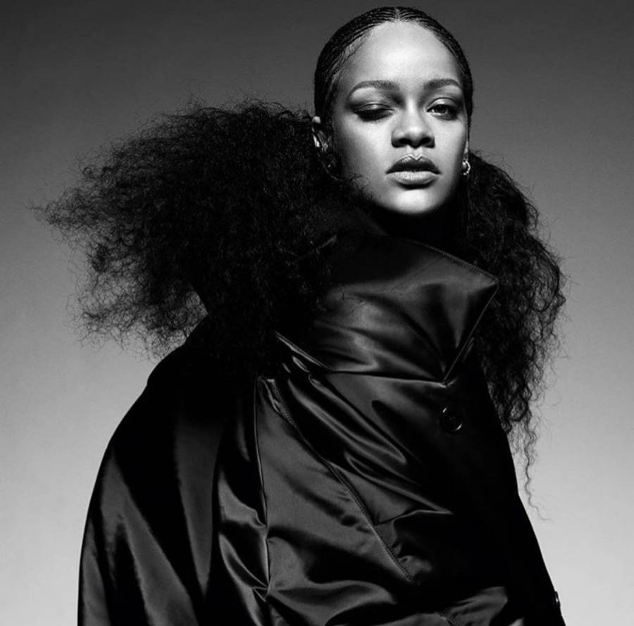 Rihanna confirma la tendencia total black del 2020