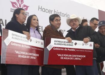 Autoridades entregan apoyos en Chignahuapan, Puebla