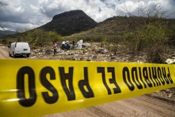 Encuentran cinco cuerpos calcinados en un auto en San Lorenzo Almecatla