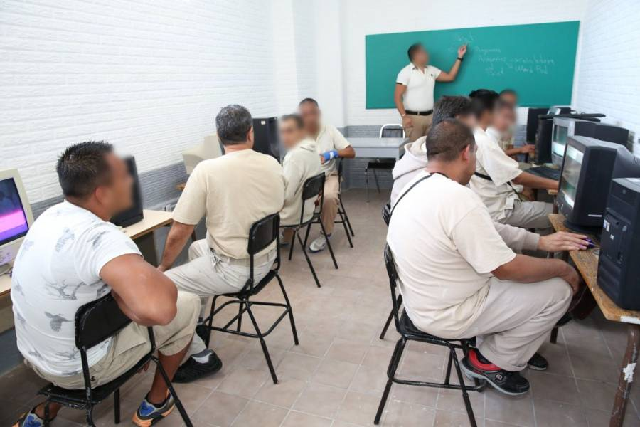 Más de 24 mil presos cursan estudios académicos en la CDMX